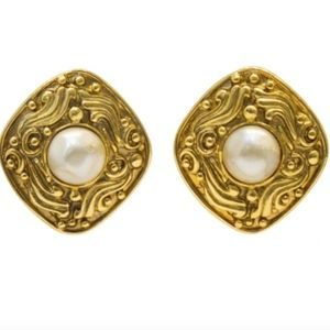 Vintage Chanel Pearl Gold Plate Earrings